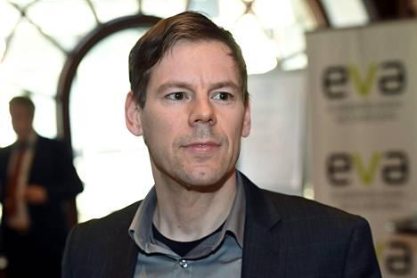 Aalto-yliopiston vero-oikeuden apulaisprofessori Tomi Viitala.
