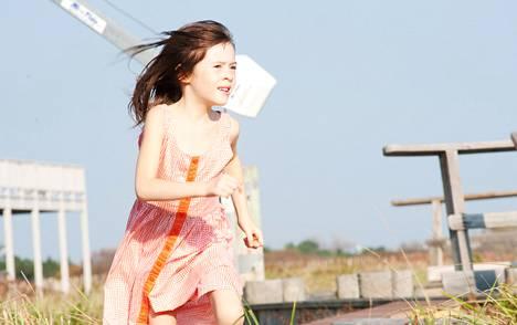 Onata Aprile esittää 7-vuotiasta Maisieta.
