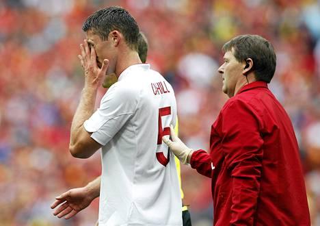 Englannin Gary Cahill joutui loukkaantumisen vuoksi vaihtoon lauantain Belgia-ottelussa. Cahill jättää EM-turnauksen väliin leuan murtumisen vuoksi.