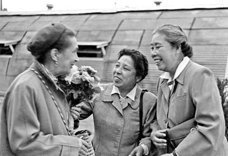 Sylvi Kekkosen (vas.) ja muun suomalaisseurueen vierailun Kiinaan on sanottu käynnistäneen kulttuurivaihdon. On puhuttu jopa 1950-luvun Kiina-buumista.