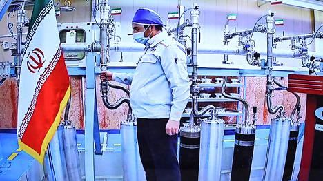 Iran jakoi videokuvaa Natanzin ydinlaitokselta lauantaina Iranin ydinvoiman vuosipäivän kunniaksi.