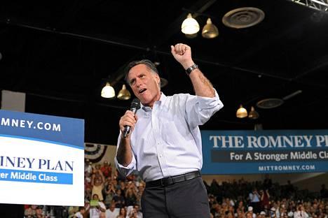 Mitt Romney vaalitilaisuudessa Las Vegasissa perjantaina.