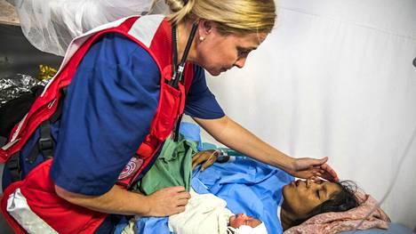 Rosmariini Tolonen työskentelee kätilönä Suomen Punaisen Ristin pyörittämässä sairaalassa.