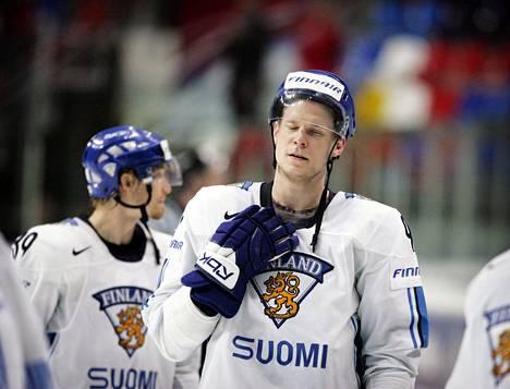 Vuoden 2007 MM-kisojen välierässä Venäjää vastaan Mikko Koivu teki ratkaisevan maalin. Taustalla Niko Kapanen.