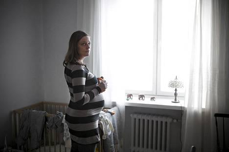 Ensimmäistä lastaan odottava Reeta Salminen pettyi pahasti Helsingin neuvontapalvelun toimintaan: puhelinyhteyden saaminen vei monta päivää.