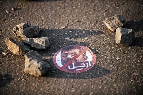 Mohammed Mursia vastustava tarra lojui maassa Kairossa mielenosoituksen jäljiltä lauantaina. Kymmenettuhannet ihmiset ovat protestoineet toistuvasti kaduilla sen jälkeen, kun Mursi marraskuun lopussa laajensi omia toimivaltuuksiaan.