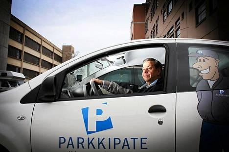 Markkinointijohtaja Arto Karhu pysäköinninvalvontaa taloyhtiöille hoitavasta Parkkipate-yrityksestä.