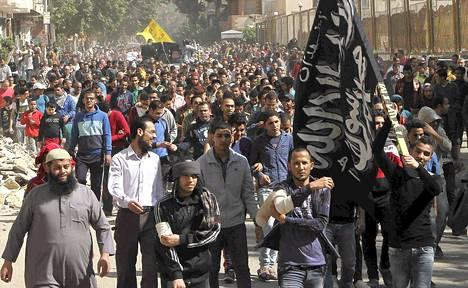 Syrjäytetyn presidentti Mursin kannattajat osoittivat mieltä Kairossa viime perjantaina.