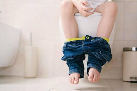 Ajatus vessasanoista viestii lapselle, että tietyissä kehonosissa ja -toiminnoissa on jotain huonoa, Raisa Cacciatore sanoo.