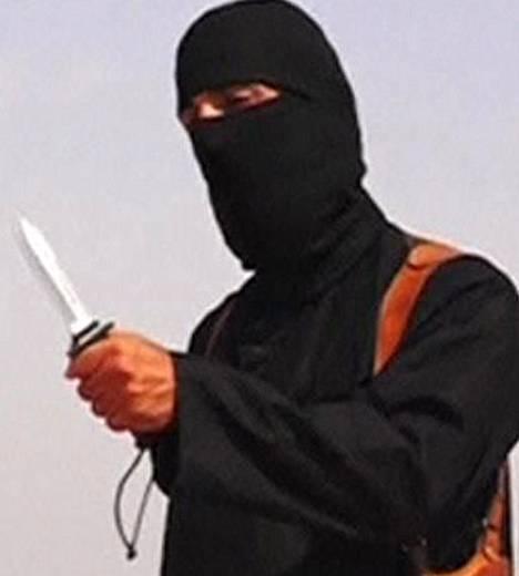 Naamioitunut mies Isisin mestausvideolla elokuussa.