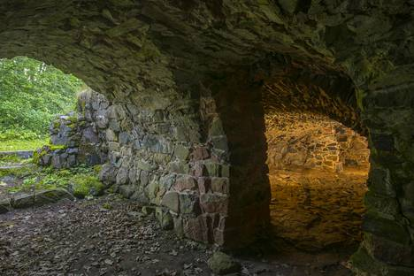 Haapaniemen linnan tarkkaa rakennusvuotta ei tunneta, mutta ensimmäiset maininnat ovat 1400-luvulta.