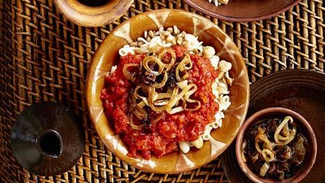 Kusharin syöjän ei sovi kammoksua hiilihydraattia, sillä ruokaan käytetään sekä riisiä että makaronia – kohtuullisissa määrin, kuitenkin.