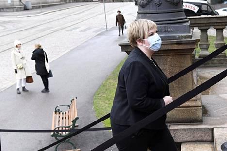 Keskustan puheenjohtaja, tiede- ja kulttuuriministeri Annika Saarikko meni hallituspuolueiden puheenjohtajien neuvotteluihin Säätytalolle maanantaina.