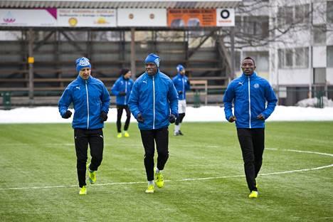 RoPS:n jalkapalloilijat joutuivat kevättalvella tyytymään harjoitteluun Rovaniemellä ja harjoitusotteluun Virossa.