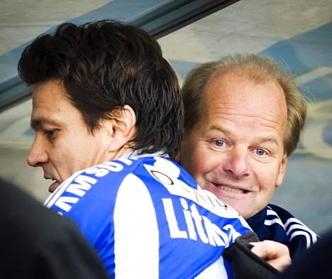 Jari Litmanen ja Antti Muurinen halailivat viime syksynä mestaruuden varmistuttua.