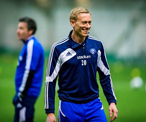 Mikael Forssell oli innoissaan HJK:n ensimmäisissä harjoituksissa, joita päävalmentaja Sixten Boström seurasi taustalla.