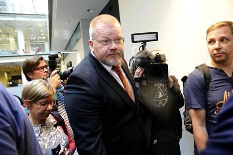 Janitskinin lisäksi syytteessä on venäläisissä viestimissä Suomi-asiantuntijana esiintynyt Johan Bäckman.