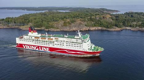 Viking Linen Mariella Kustaanmiekan salmessa elokuussa 2019.