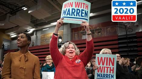 Iowalainen Lani Gehlsen (kesk.) osallistui lauantaina senaattori Elizabeth Warrenin puhetilaisuuteen Cedar Rapidsin kaupungissa.
