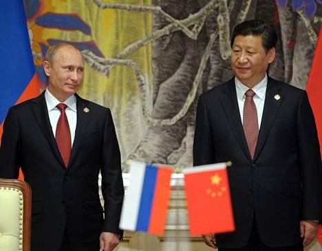 Venäjän presidentti Vladimir Putin ja Kiinan presidentti Xi Jinping tapasivat Shanghaissa keskiviikkona, kun maiden öljy-yhtiöt solmivat sopimuksen.