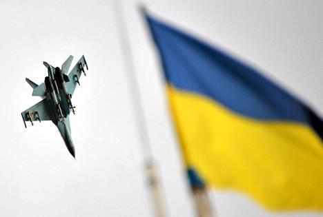 Ukrainan ilmavoimien hävittäjä lensi puolustusvoimien pääesikunnan yli heinäkuun alussa itä-Ukrainan Izyumissa.