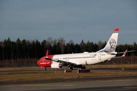 Norwegian ilmoitti torstaina, että sen hallitus on päättänyt lopettaa kaukolennot. Vastaisuudessa yhtiö keskittyy lyhyempiin lentoihin Pohjoismaissa ja Euroopassa pienemmillä lentokoneilla.