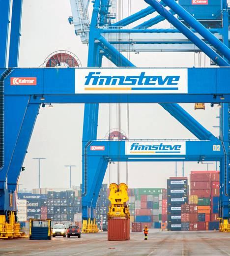 Helsingin satamayhtiön kanssa riitautunut Finnsteve on suurin Vuosaaren operaattoreista. Alueriidassa on mahdollisesti kyse tilataistelusta Finnsteven ja sen kilpailijoiden Stevecon ja Multilinkin kesken.