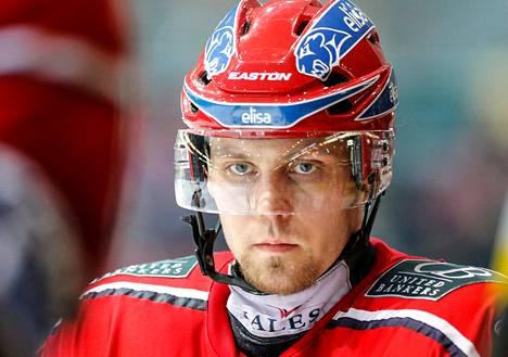 Arttu Luttisella on nyt koossa 500 runkosarjan ottelua jääkiekkoliigassa.