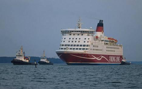 Henkilöstövähennysten lisäksi suurin osa Viking Linen maa- ja merihenkilöstöstä on edelleen lomautettuna osa-aikaisesti tai kokonaan.