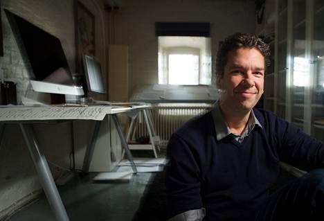 """""""Nykytilanne maailmassa ja musiikissa on kutkuttava ja muuttuu koko ajan monisäikeisemmäksi"""", sanoo säveltäjä Sebastian Fagerlund."""