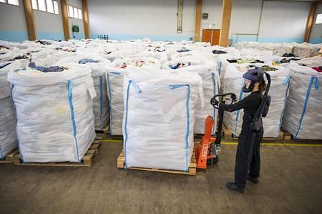 Nyt Turkuun kerätään tekstiilien puskurivarastoa pilottilaitoksen tarpeisiin.
