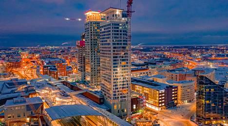 Helsingin Kalasatamassa on parhaillaan rakenteilla kaksi tornia, Loisto ja Lumo One. Yksi, Majakka (keskellä) on valmis.