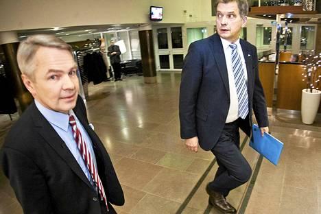 Vihreiden ehdokas Pekka Haavisto ja Sauli Niinistö saapumassa Ylen tv-tenttiin, joka oli viimeinen vaaliväittely.
