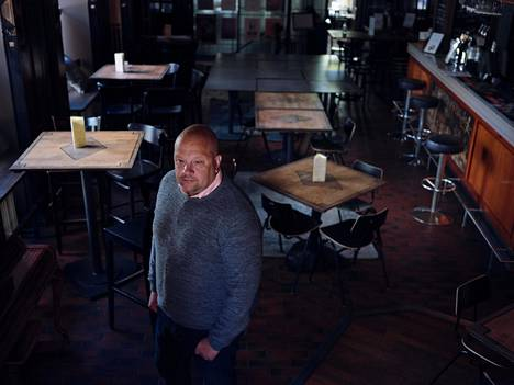 Manalaa ja St Urho's Pubia pyörittävän Bottan toimitusjohtaja Tomi Söderström haki kaupungilta lupaa terassilaajennukseen. Hallitus ei rajoita ravintoloiden ulkotilojen asiakasmääriä.