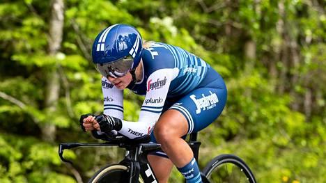 Lotta Henttala ajaa tällä kaudella saksalaisessa WNT-Rotor Pro Cycling -tiimissä. Kuva vuodelta 2019.