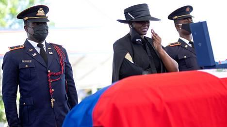 Haiti | Presidentin murhan selvittely jatkuu Haitissa: korkeimman oikeuden tuomaria vastaan uusia syytöksiä, vaimo muistelee murhayötä NYT:ille