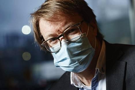 Helsingin yliopiston zoonoosivirologian professori Olli Vapalahti Helsingissä 1. joulukuuta.