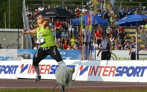 Heidi Nokelainen heitti mestariksi.