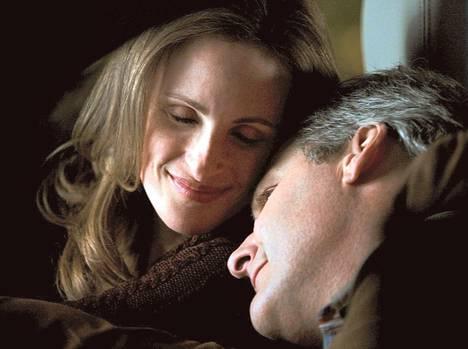 Marlee Matlin ja Jeff Daniels näyttelevät kuuron pojan vanhempia.