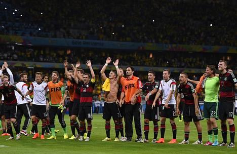 Saksa juhli MM-turnauksen välierässä murskavoittoa Brasiliasta. Monet Saksan pelaajat ovat olleet mukana jo hyvin menestyneissä juniorimaajoukkueissa.