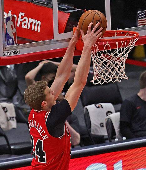 Chicago Bullsin Lauri Markkanen sai upotettua jo 16 pistettä.