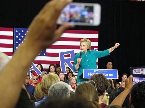 Yhdysvalloissa Hillary Clinton on valittu demokraattipuolueen presidenttiehdokkaaksi. Maassa ei aiemmin ole valittu naista pääpuolueen presidenttiehdokkaaksi.