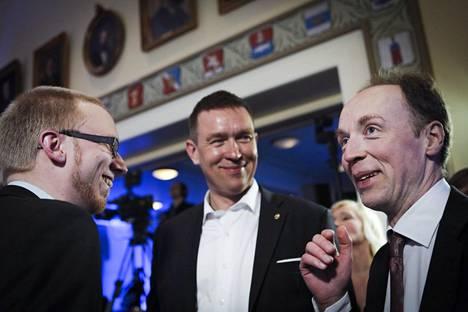 Jussi Halla-ahon (oik.) johtamassa perussuomalaisessa puolueessa Tom Packalénilla (kesk.) on oikeistolaisimmat arvot. Myös Uuden vaihtoehdon Simon Elo on arvoiltaan oikeistolainen.