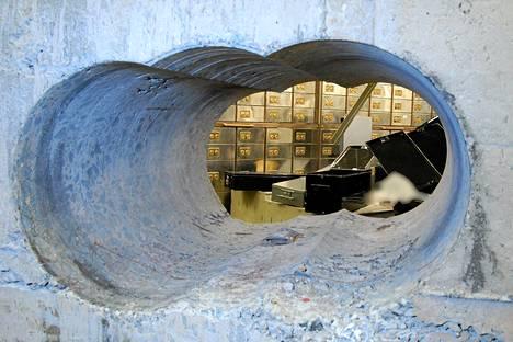 Lontoon koruryöstäjät porasivat läpi kaksimetrisen betoniseinän päästäkseen tallelokeroholviin.
