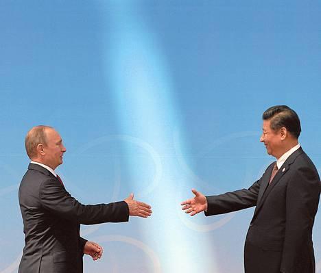 Venäjän presidentti Vladimir Putin ja Kiinan presidentti Xi Jinping sopivat toukokuussa 30 vuoden kaasutoimituksista. Sopimusta on arvioitu yli 300 miljardin euron arvoiseksi.