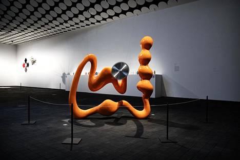 Emili Hellmanin Toxic Candy -veistos Generation 2020 -näyttelyssä.