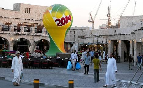 Qatarin vuoden 2022 MM-kisäisännyys on saanut paljon kritiikkiä osakseen epäillyn korruption takia. Qatarin epäillään saaneen kisat lahjonnan avulla.