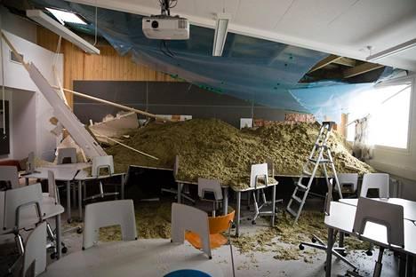 Oulunkylän ala-asteen sisäkatto romahti viime viikonlopun aikana.