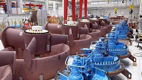 Tuotantoa Rolls-Roycen Rauman potkurilaitetehtaalla.