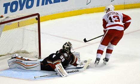 Pavel Datsjukin kaksi maalia John Gibsonin taakse eivät tuoneet Detroitille voittoa.